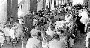 anys 50 Joan Solé i Carme Parellada, a la terrassa del 7 Portes elperiodico